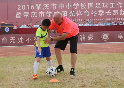 是肇庆外校足球美术作品:中国画,手工剪纸,石膏彩绘,素描,儿童画等